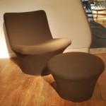 Ensemble d'un fauteuil de Geoffrey Harcourt et un tabouret de Pierre Paulin