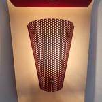 Paire d'appliques courbes en métal laqué rouge modèle 167 de Jacques Biny, édition Luminalite