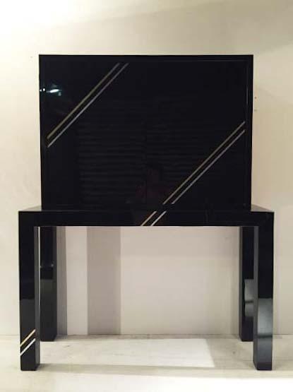 meuble en plexiglas noir de philippe jean. Black Bedroom Furniture Sets. Home Design Ideas